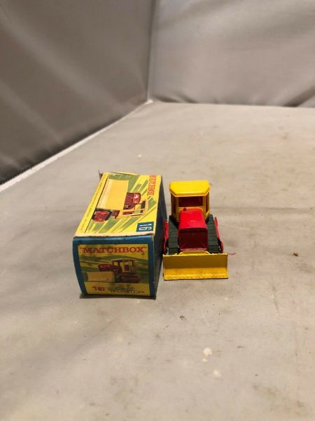 Vintage Matchbox Case Tractor Die cast Collectible $12.00