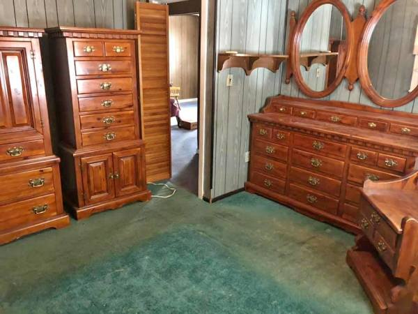 Colonial pine bedroom set link-Taylor $900.00